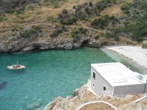 Παραλία στην κεντρική Εύβοια στο Αιγαίο