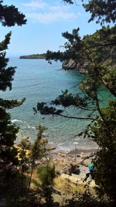 παραλία κάτω από το ξενοδοχείο Καλαμίτσι