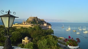 Θέα από το ξενοδοχείο Cavallieri στην πόλη της Κέρκυρας