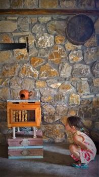 Στο μουσείο οι παλιές κυψέλες με τις ζωντανές μέλισσες