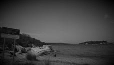 Η παραλία των Φούρνων και το μονοπάτι προς το σπήλαιο Φράγχθι