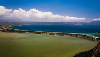 Η θέα της λιμνοθάλασσας και του κόλπου του Ναβαρίνου από το Παλαιόκαστρο
