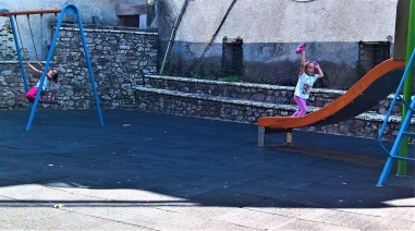 Παιδική χαρά στο Βαλτεσινίκο
